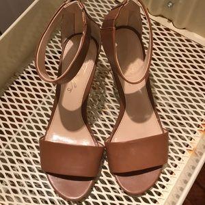Fergie Brown/gold sandals